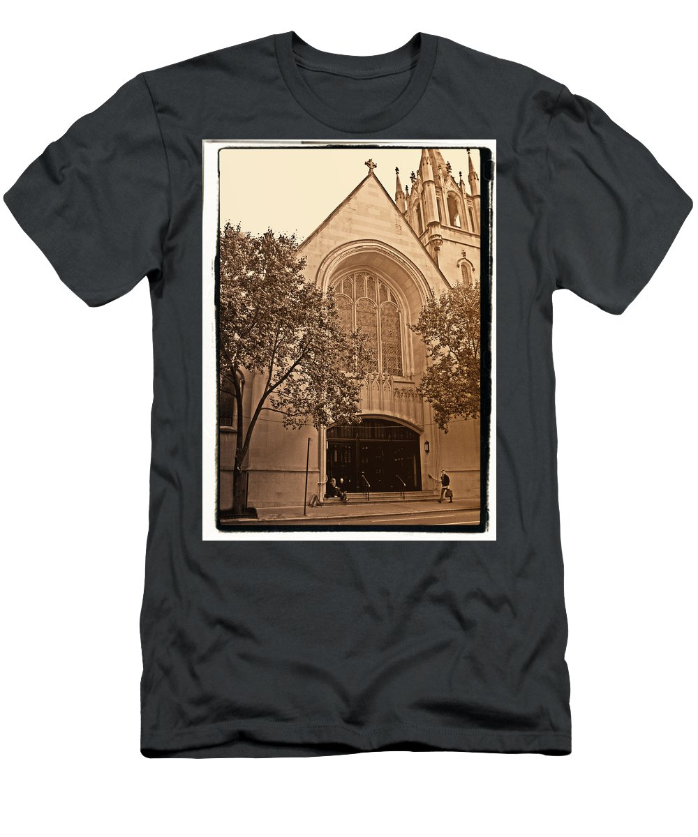 New York Men's T-Shirt (Athletic Fit) featuring the photograph Get Me To The Church by Donna Blackhall