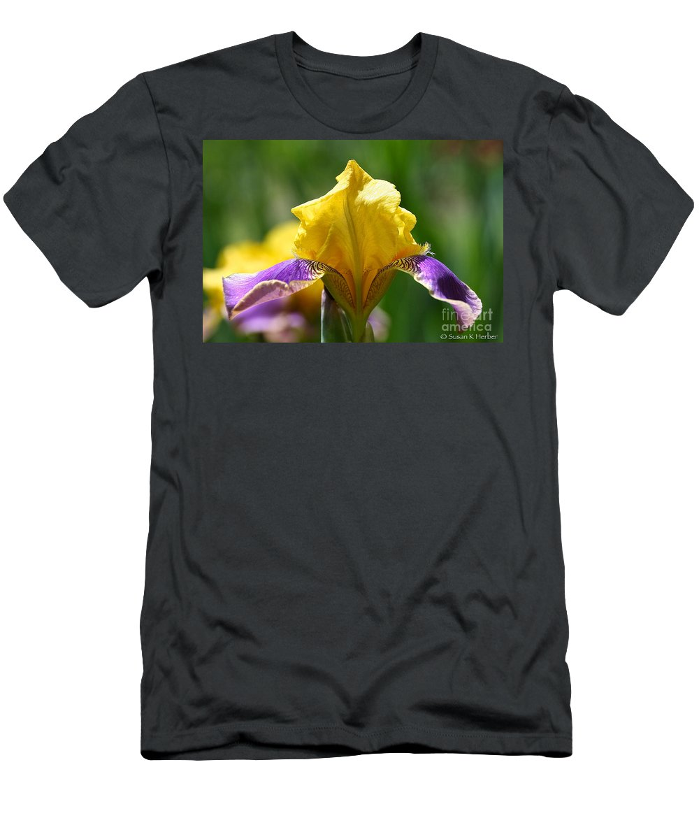 Flower Men's T-Shirt (Athletic Fit) featuring the photograph Grandpa's Girl by Susan Herber