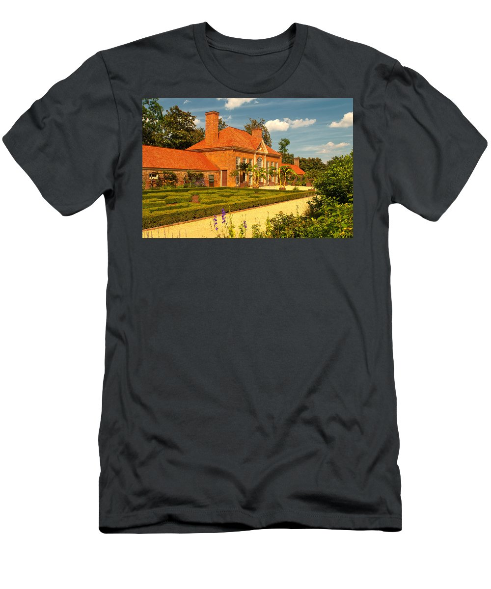 mount Vernon Men's T-Shirt (Athletic Fit) featuring the photograph Greenhouse by Paul Mangold