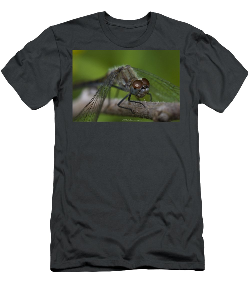 Dragonfly Men's T-Shirt (Athletic Fit) featuring the photograph Grip by WB Johnston