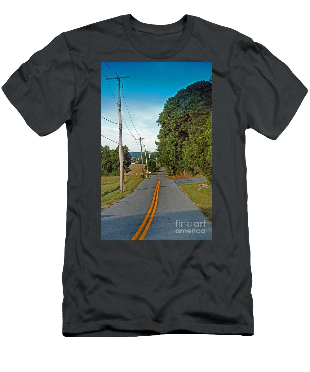 Scenic Tours Men's T-Shirt (Athletic Fit) featuring the photograph Into Town by Skip Willits