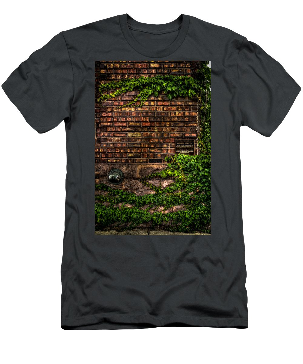 8th And Rr Men's T-Shirt (Athletic Fit) featuring the photograph Ivy And Bricks by Mike Oistad