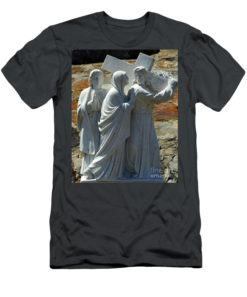 Jesus Men's T-Shirt (Athletic Fit) featuring the photograph Jesus Carrying Cross by Kathleen Struckle