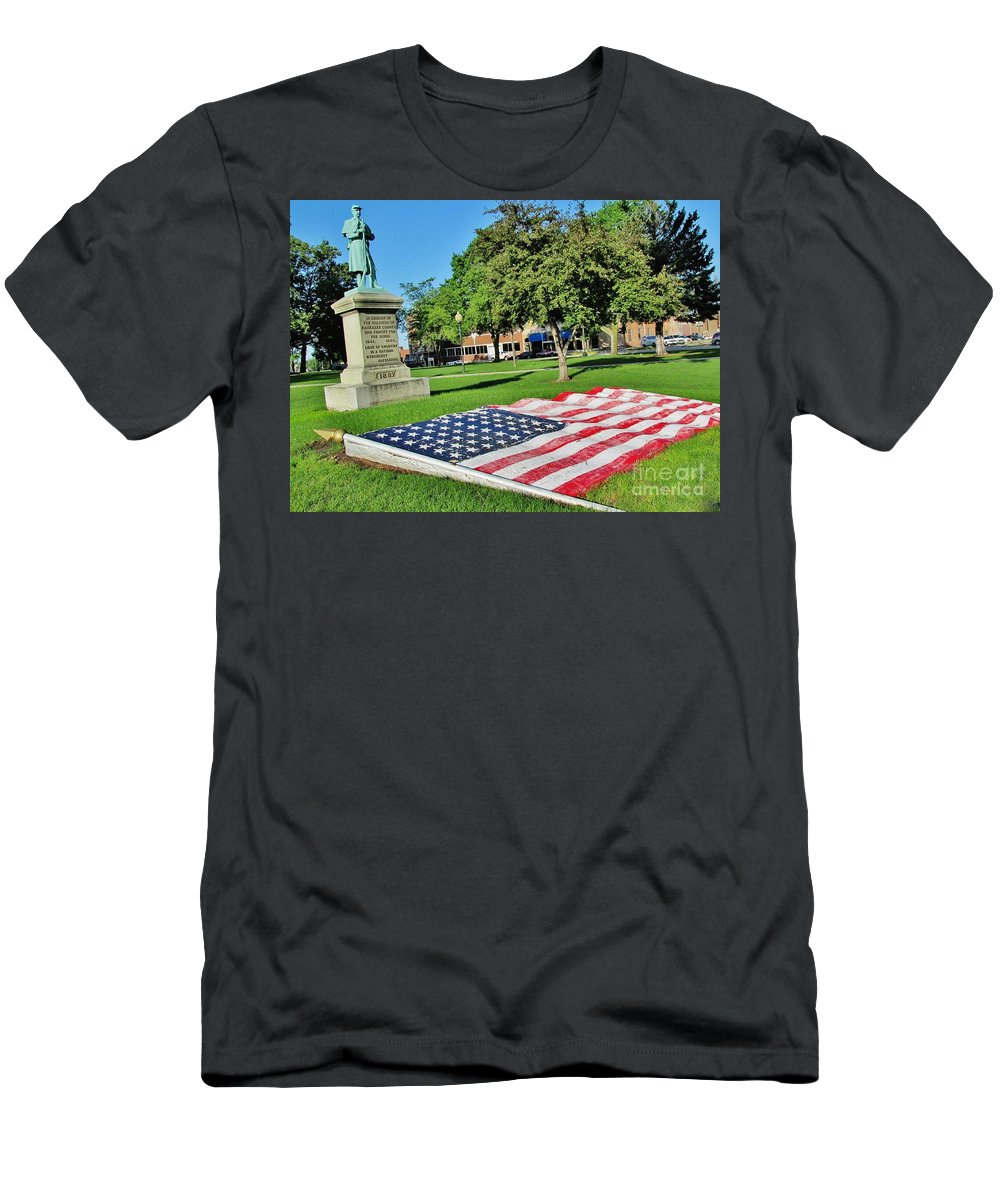 Memorial Men's T-Shirt (Athletic Fit) featuring the photograph Kankakee Union Soldiers Memorial by Don Baker