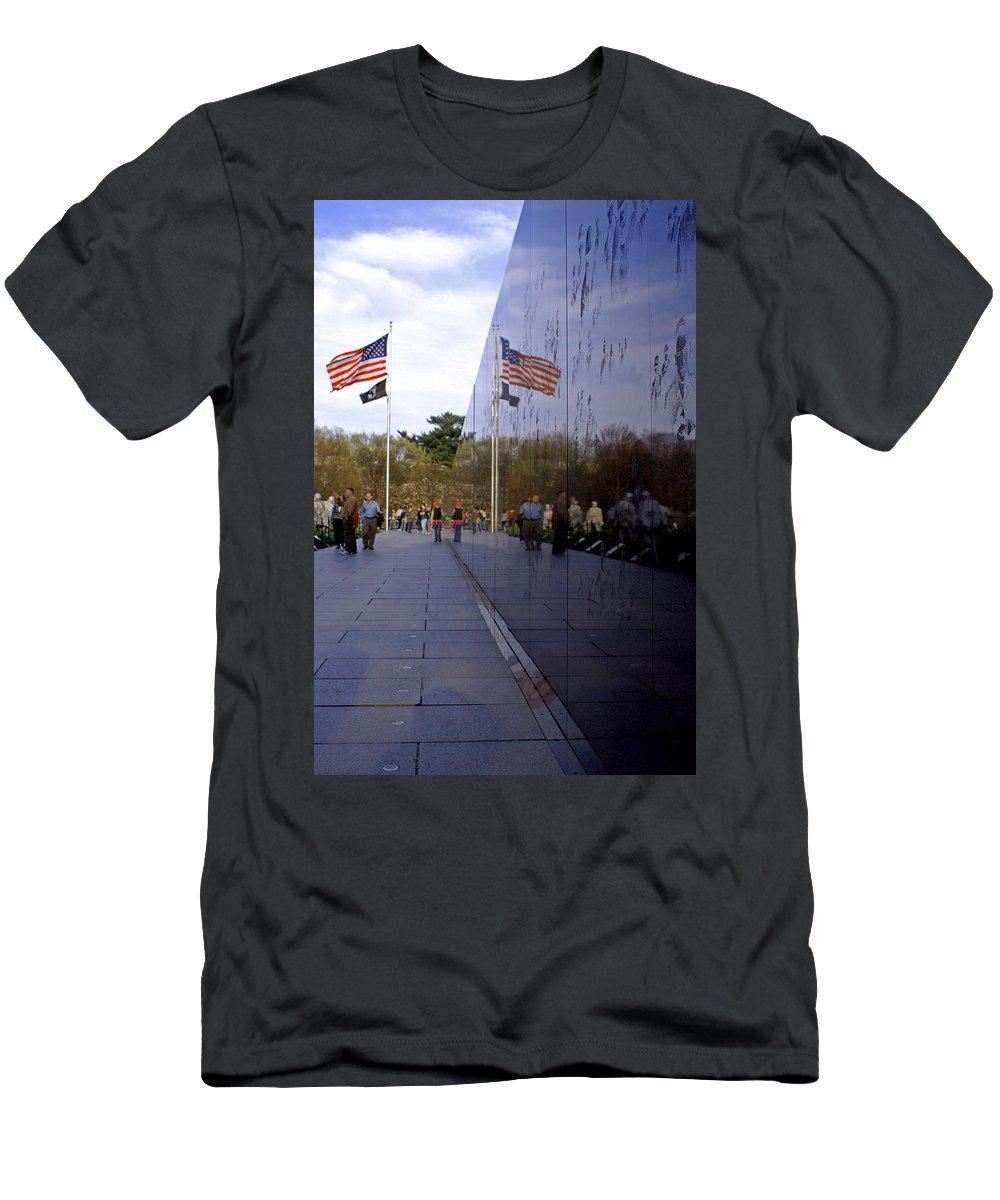 Washington D.c. Men's T-Shirt (Athletic Fit) featuring the photograph Korea Memorial by Pablo Rosales