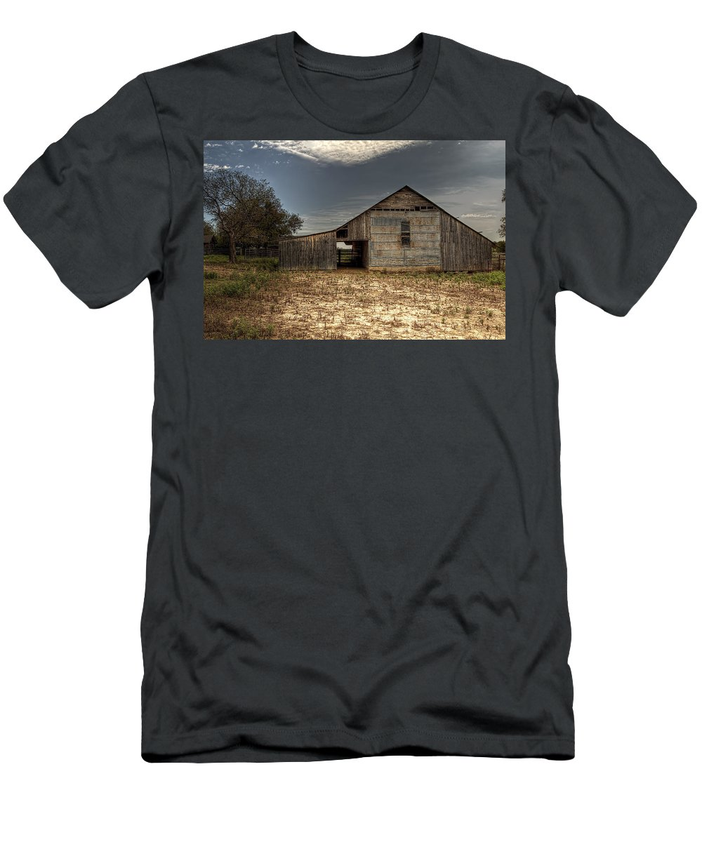 Barn Men's T-Shirt (Athletic Fit) featuring the photograph Lake Worth Barn by Jonathan Davison