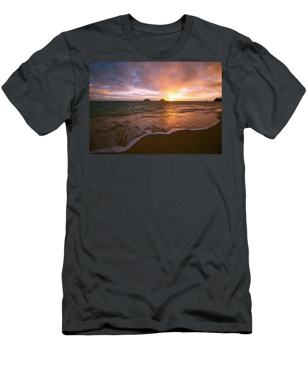 16-csm0021 Men's T-Shirt (Athletic Fit) featuring the photograph Lanikai Sunrise by Tomas del Amo - Printscapes