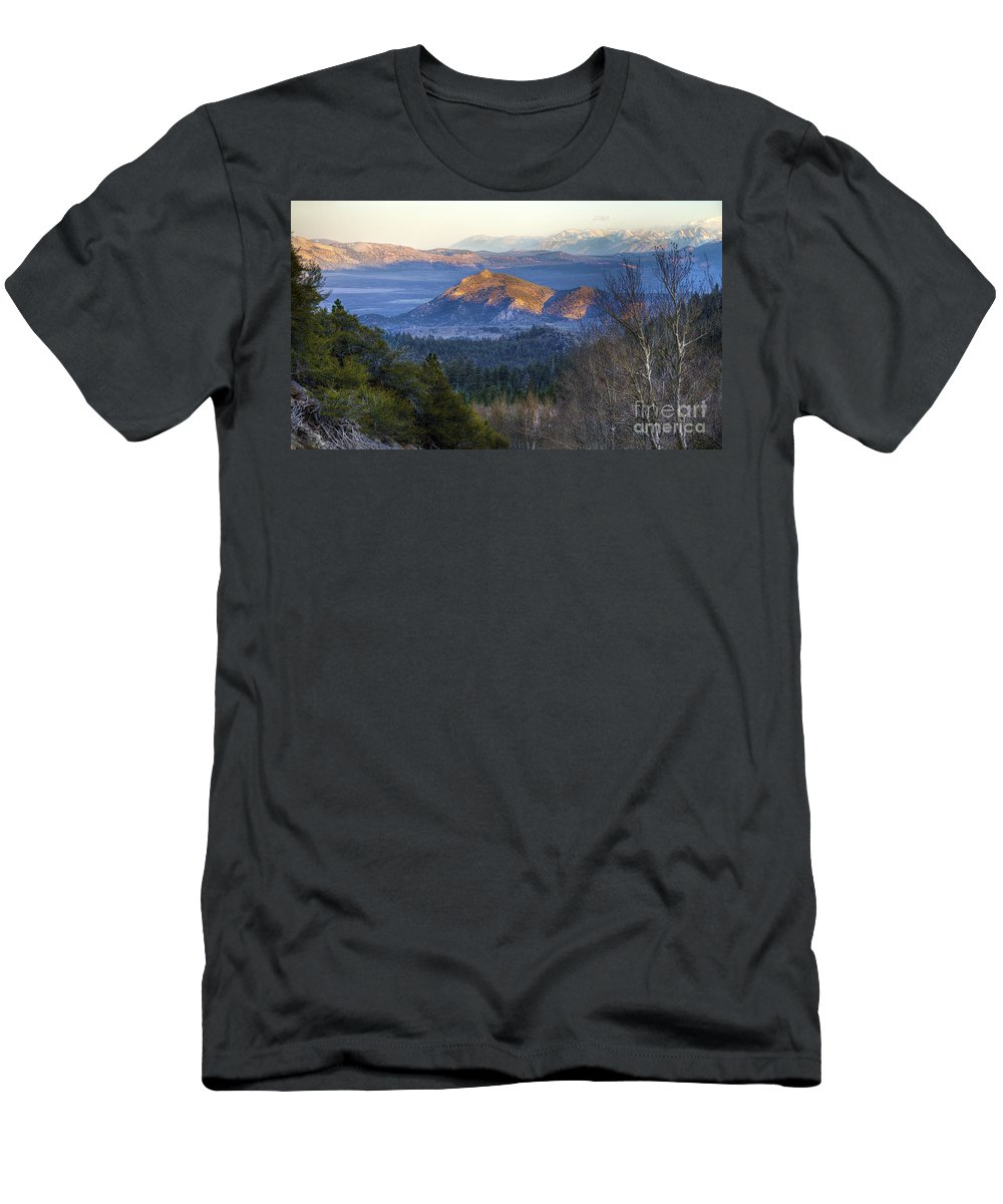 Mountains Men's T-Shirt (Athletic Fit) featuring the photograph Last Light by Dianne Phelps