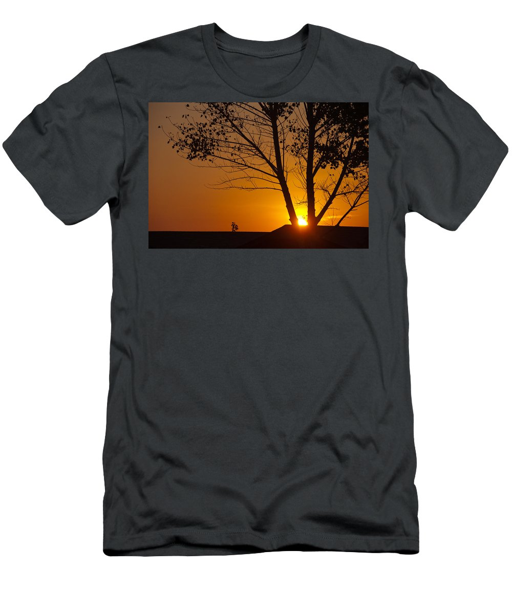 Sunset Men's T-Shirt (Athletic Fit) featuring the photograph Last Rays Of The Day by Randy Giesbrecht