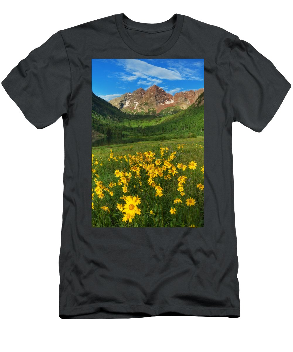 Colorado Landscapes Men's T-Shirt (Athletic Fit) featuring the photograph Maroon Summer by Darren White