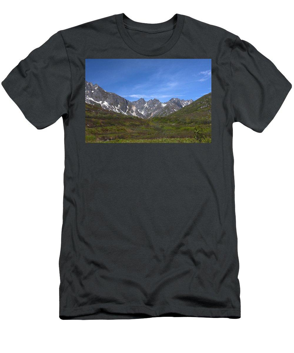 Doug Lloyd Men's T-Shirt (Athletic Fit) featuring the photograph Mountain High by Doug Lloyd