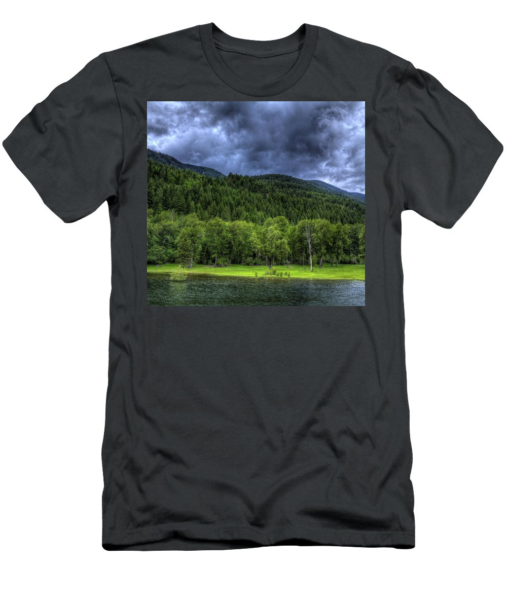 Scenic Men's T-Shirt (Athletic Fit) featuring the photograph Myrtle Creek 1 by Lee Santa