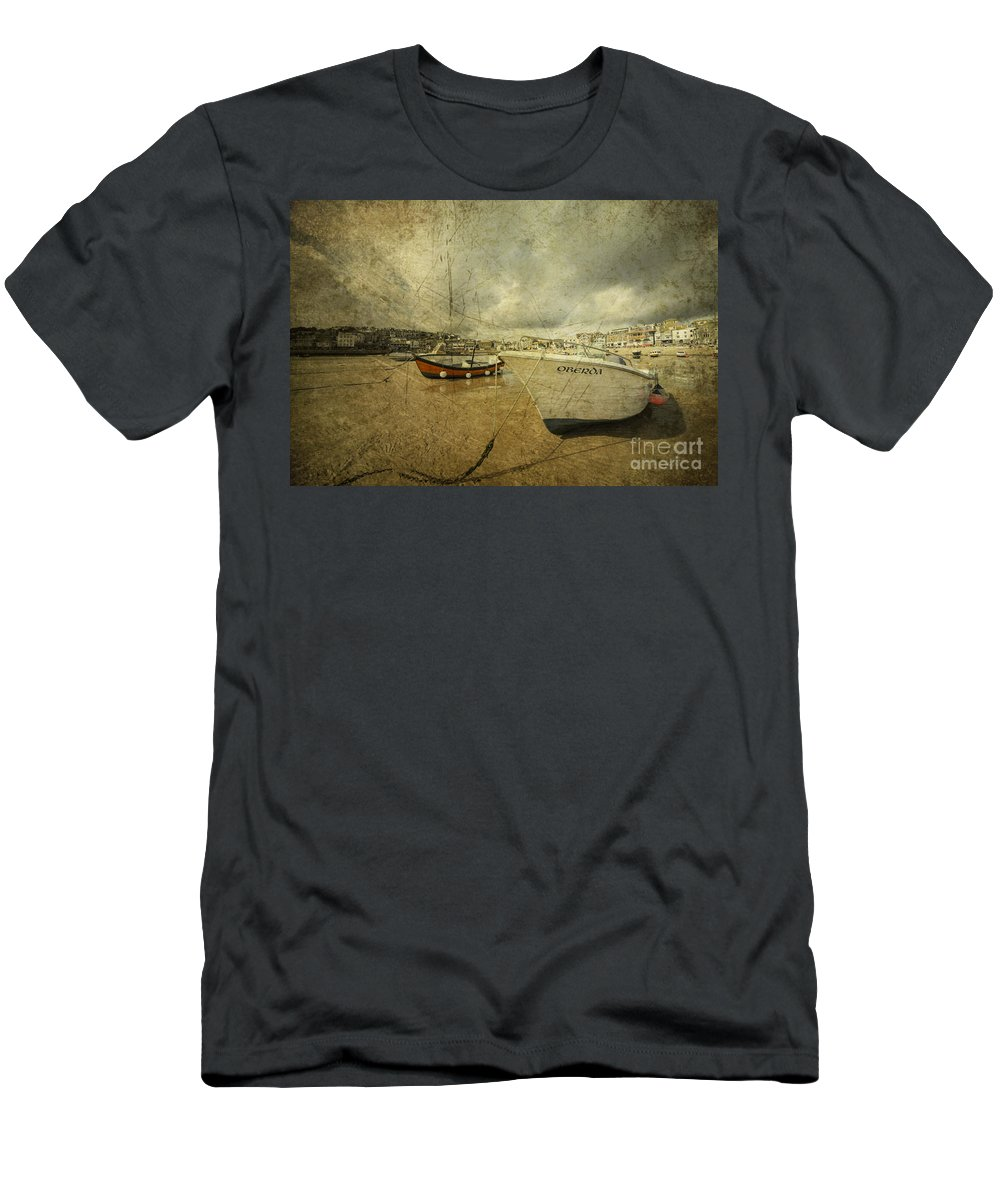Fishing Boats On The Beach At St Ives Men's T-Shirt (Athletic Fit) featuring the photograph Oberda At St Ives by Rob Hawkins
