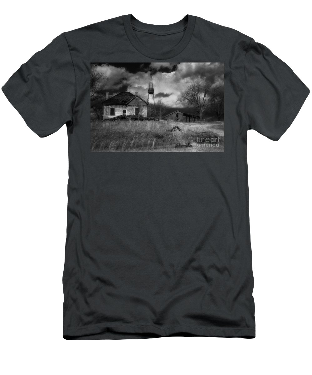 Farms Men's T-Shirt (Athletic Fit) featuring the photograph Old Georgia Farm by Richard Rizzo