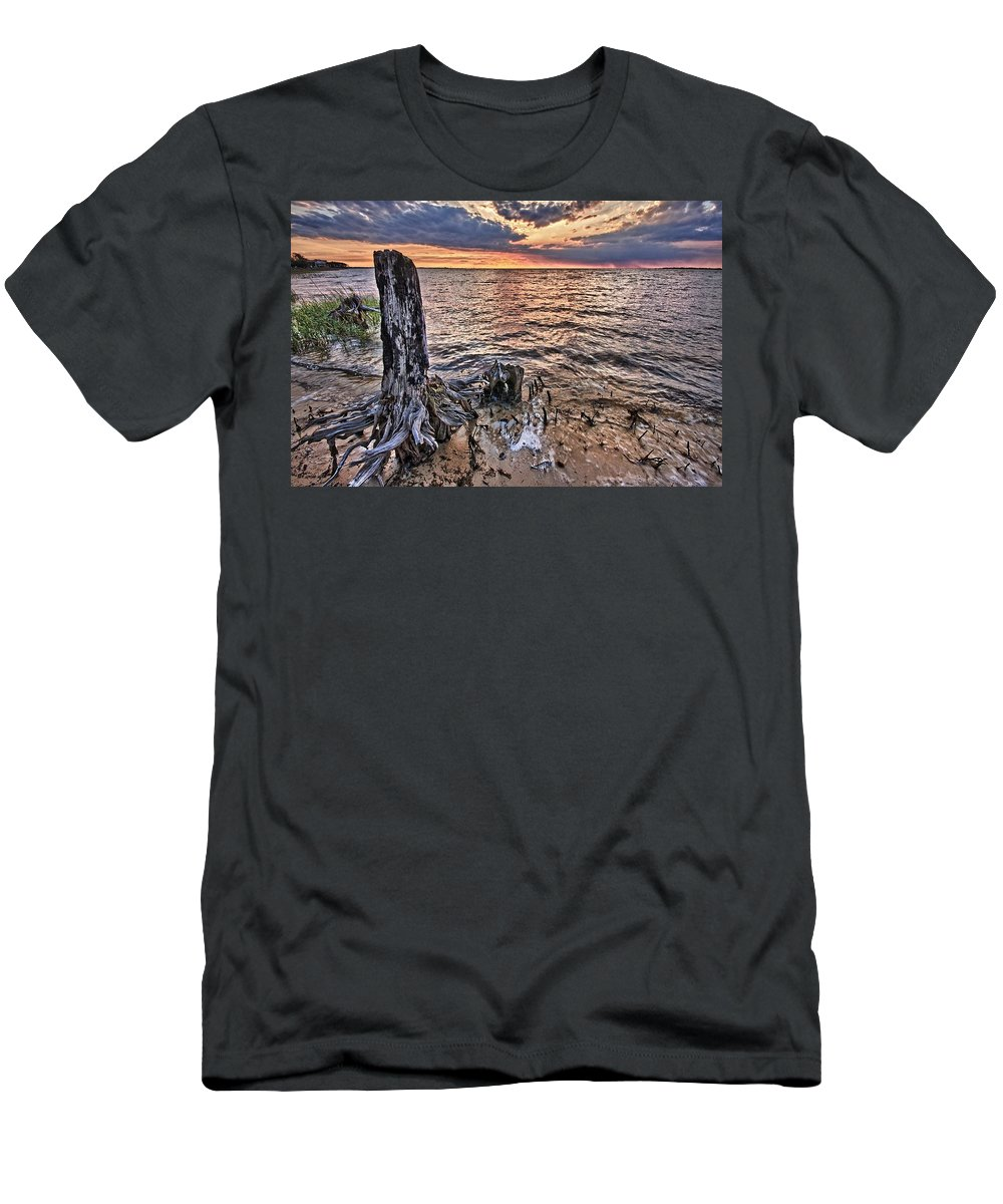 Alabama Men's T-Shirt (Athletic Fit) featuring the digital art Oyster Bay Stump Sunset by Michael Thomas