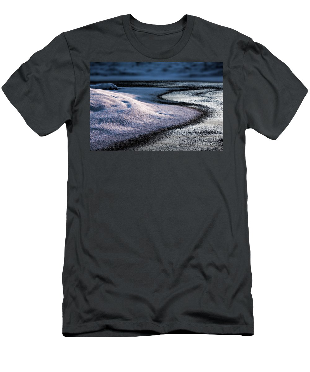 Snow Men's T-Shirt (Athletic Fit) featuring the photograph Purity by Casper Cammeraat