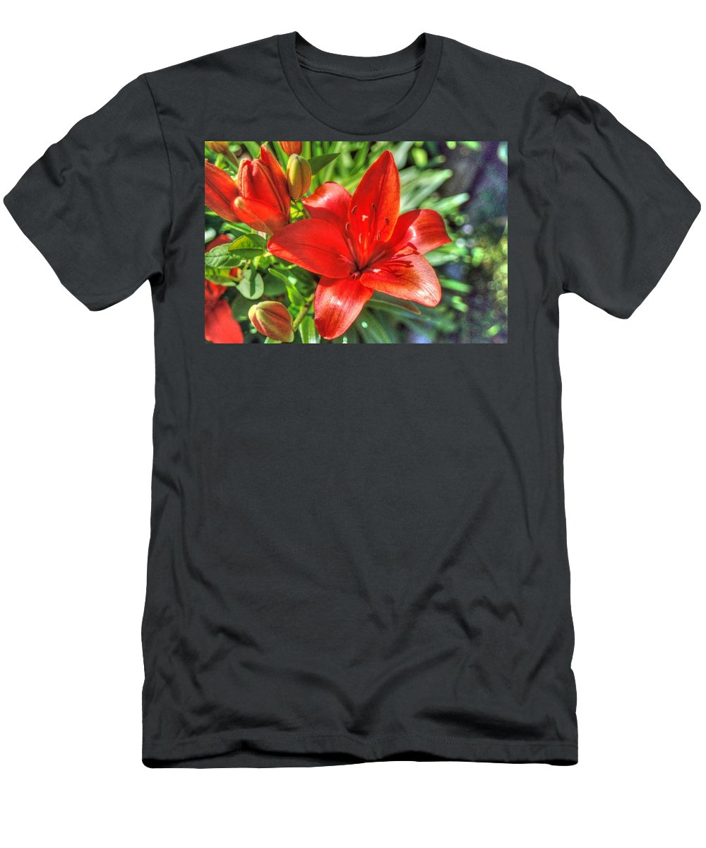 Lily Men's T-Shirt (Athletic Fit) featuring the photograph Red Lily 2 by Linda Covino