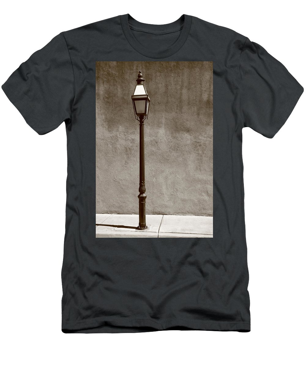 Adobe Men's T-Shirt (Athletic Fit) featuring the photograph Santa Fe - Streetlight by Frank Romeo