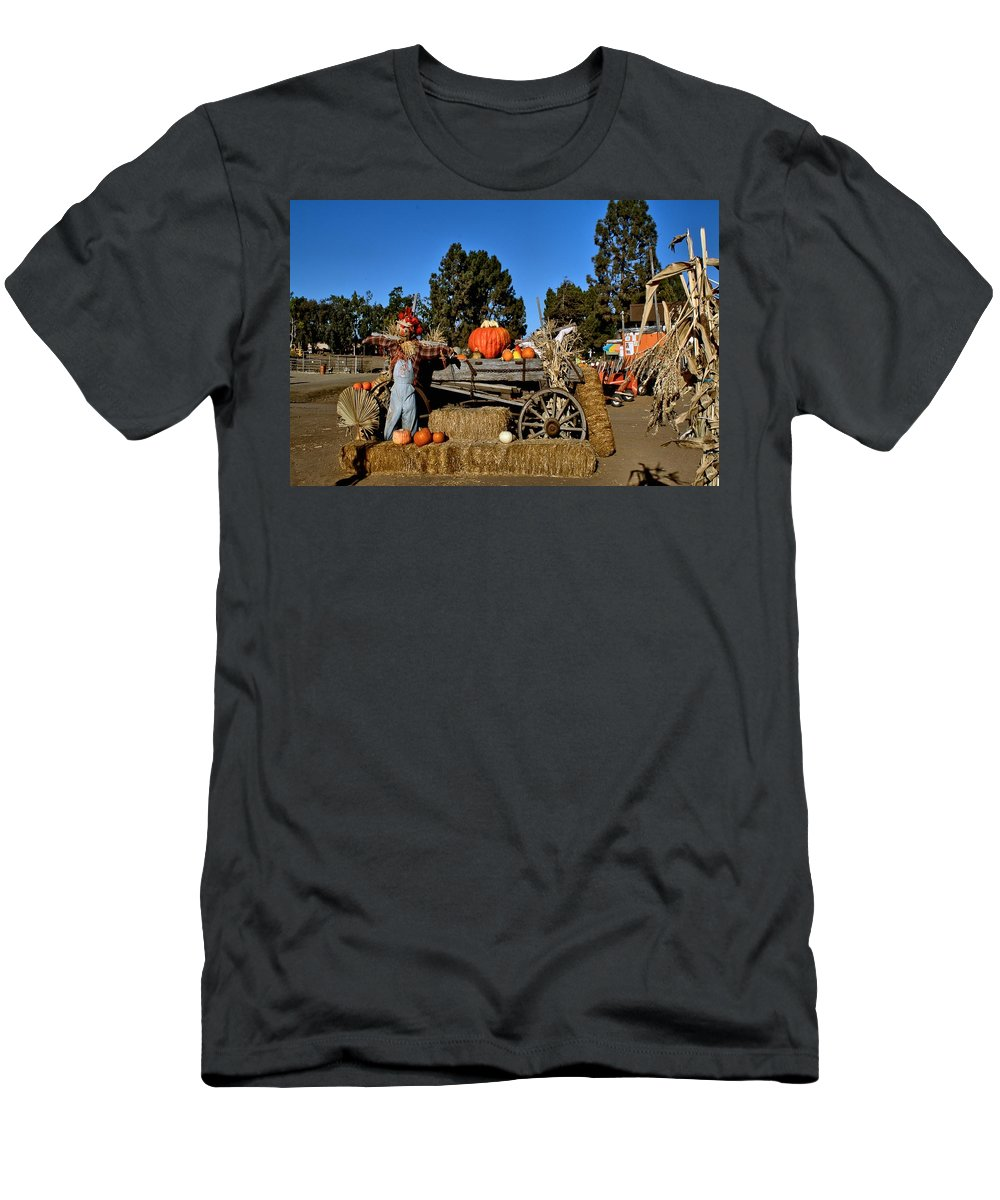 Seasonal Men's T-Shirt (Athletic Fit) featuring the photograph Scare Crow by Michael Gordon