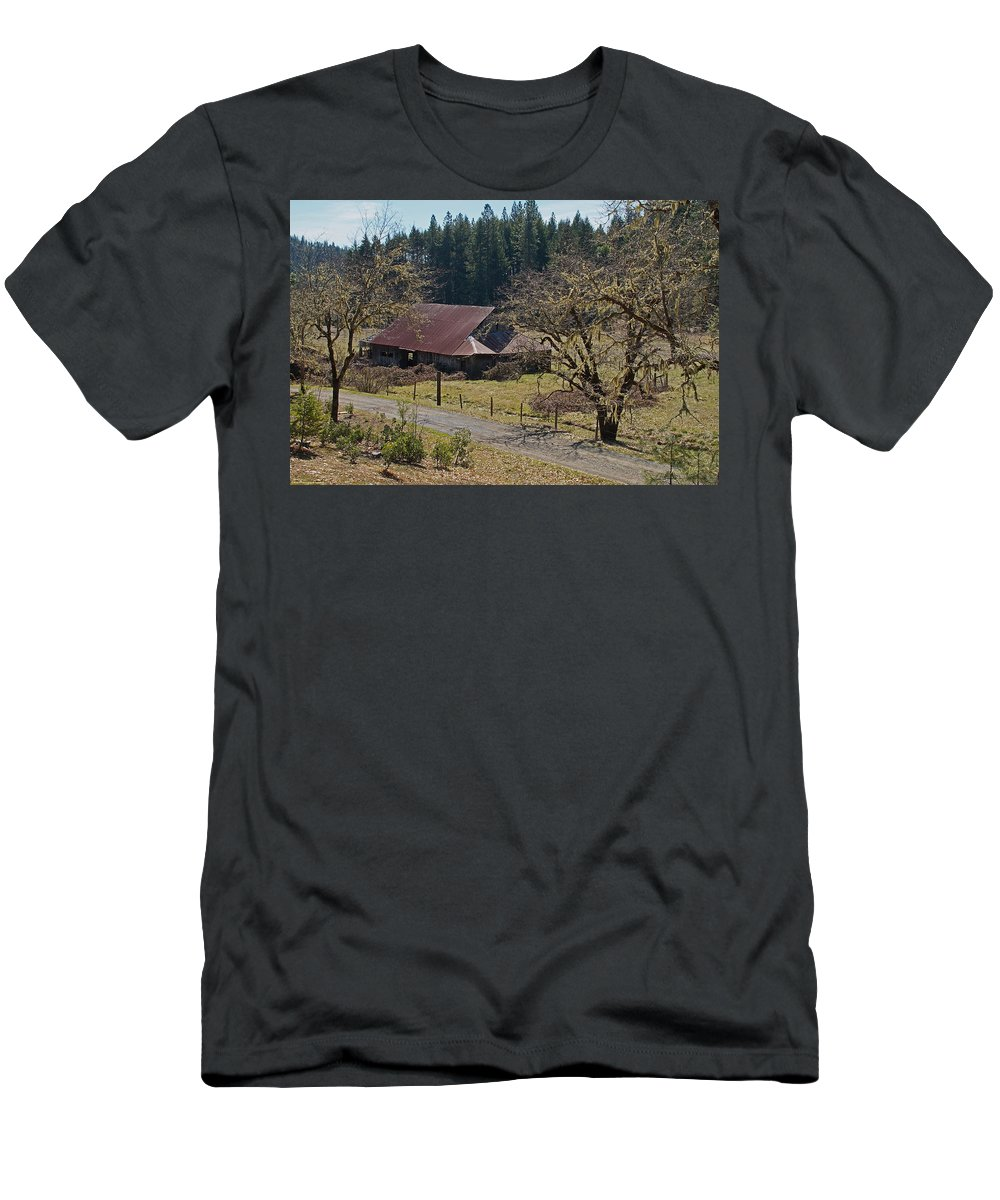 Selma Men's T-Shirt (Athletic Fit) featuring the photograph Selma Barn And Country Road by Mick Anderson