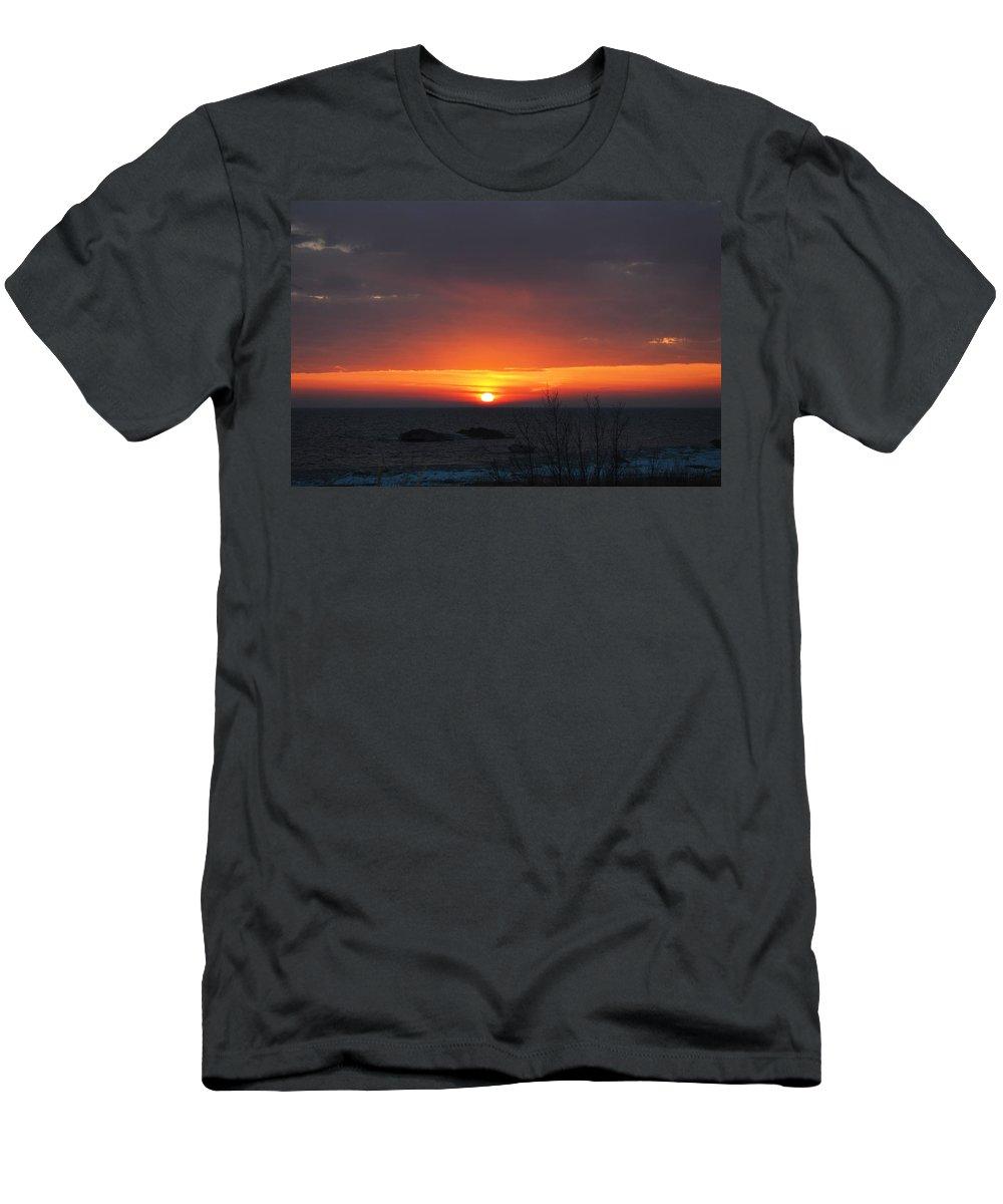 Lake Michigan Men's T-Shirt (Athletic Fit) featuring the photograph Sitting Low by Linda Kerkau