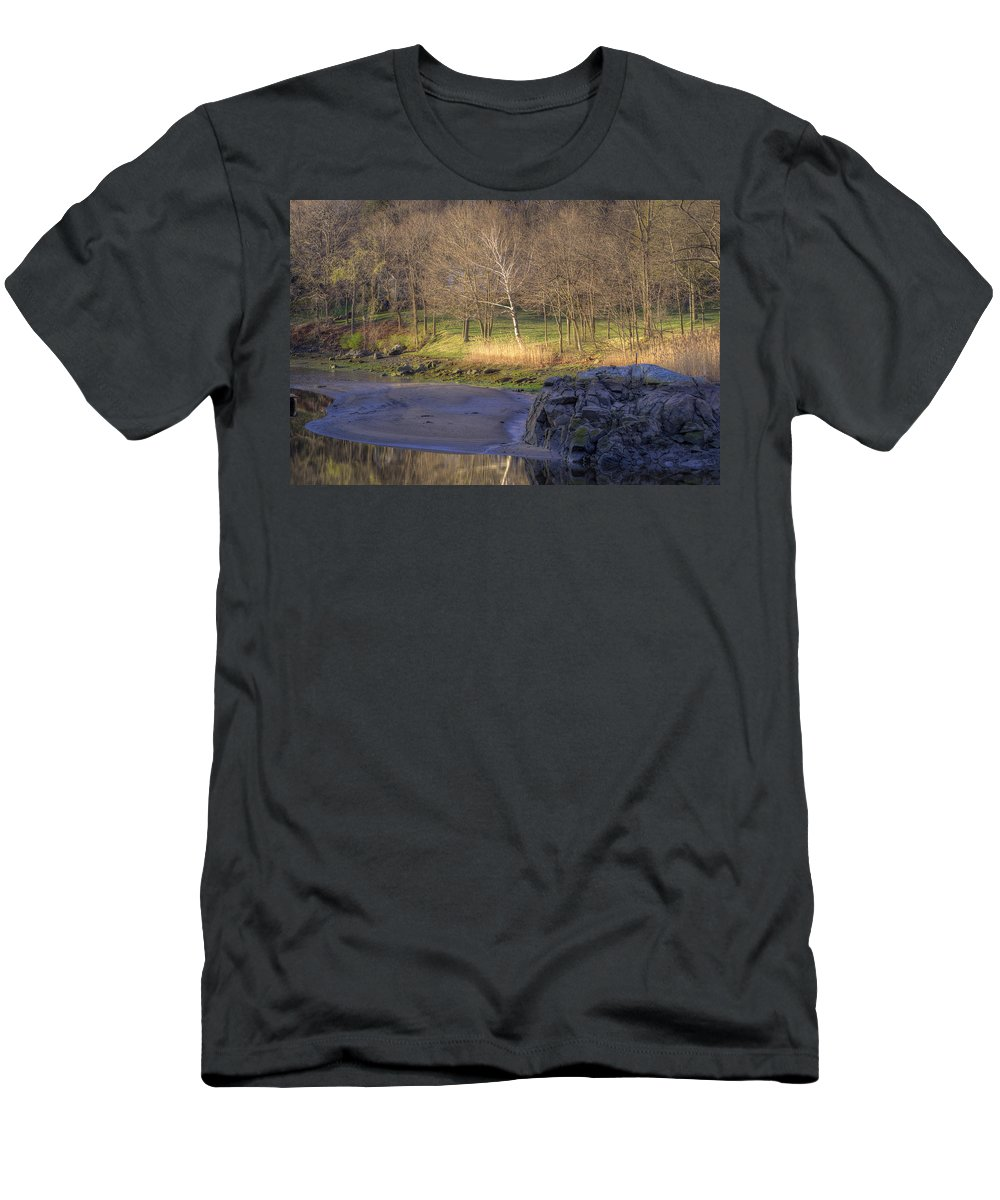 Sunrise Men's T-Shirt (Athletic Fit) featuring the photograph Spring Sunrise At Ring Bolt Rock by David Stone