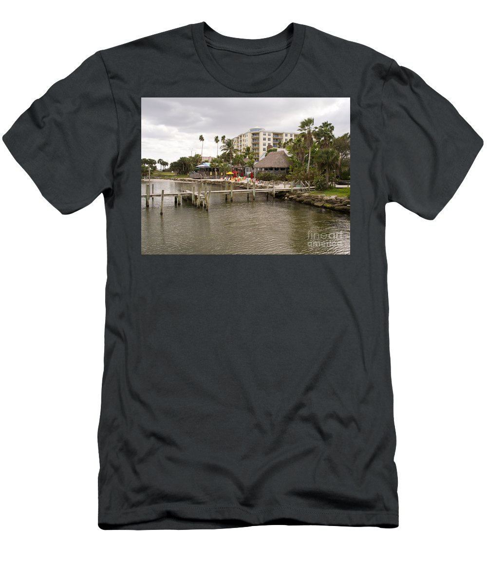Squid Men's T-Shirt (Athletic Fit) featuring the photograph Squid Lips Restaurant At The Eau Gallie Causeway Over The India by Allan Hughes
