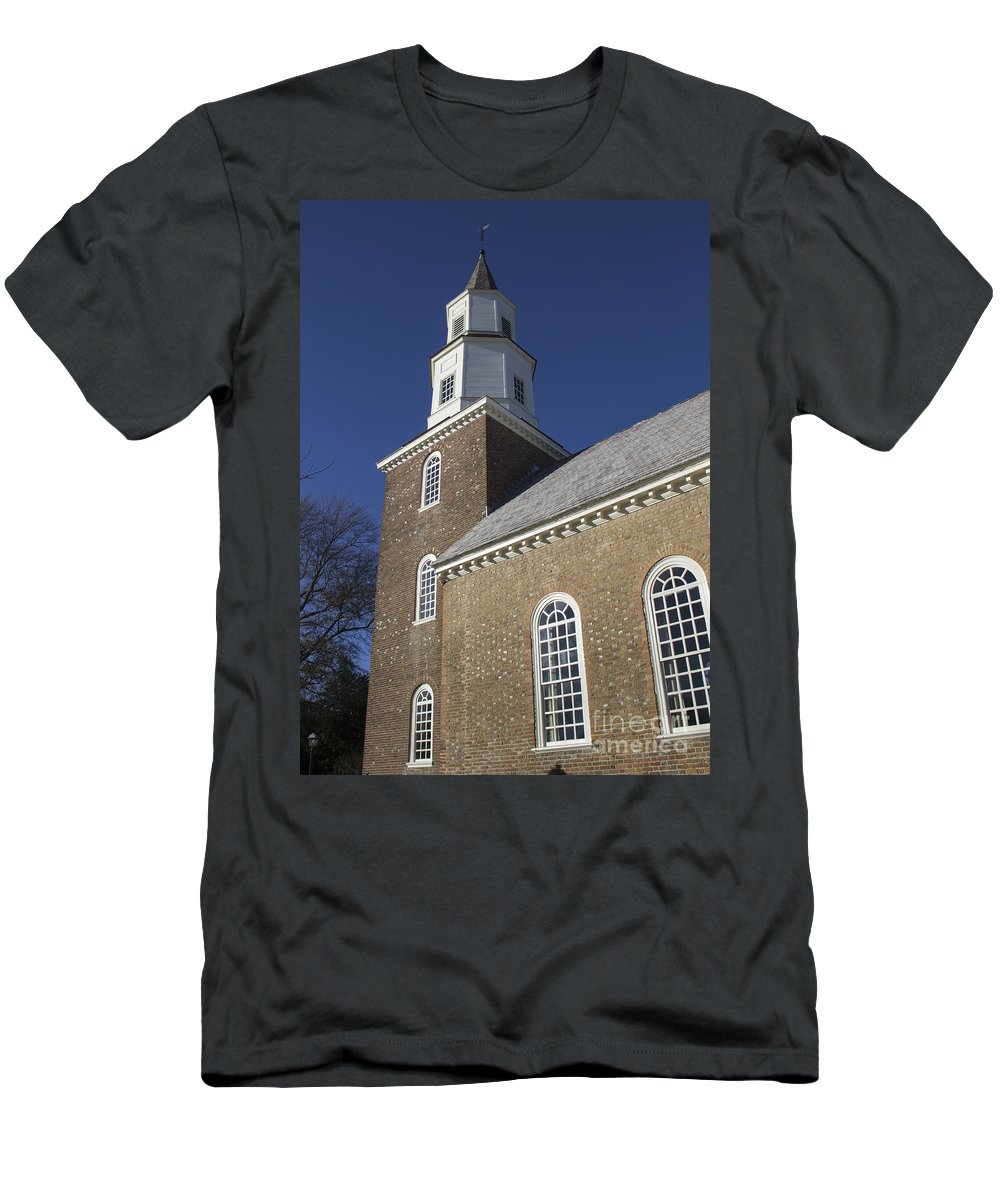 Colonial Men's T-Shirt (Athletic Fit) featuring the photograph Steeple At Bruton Parish Church by Teresa Mucha