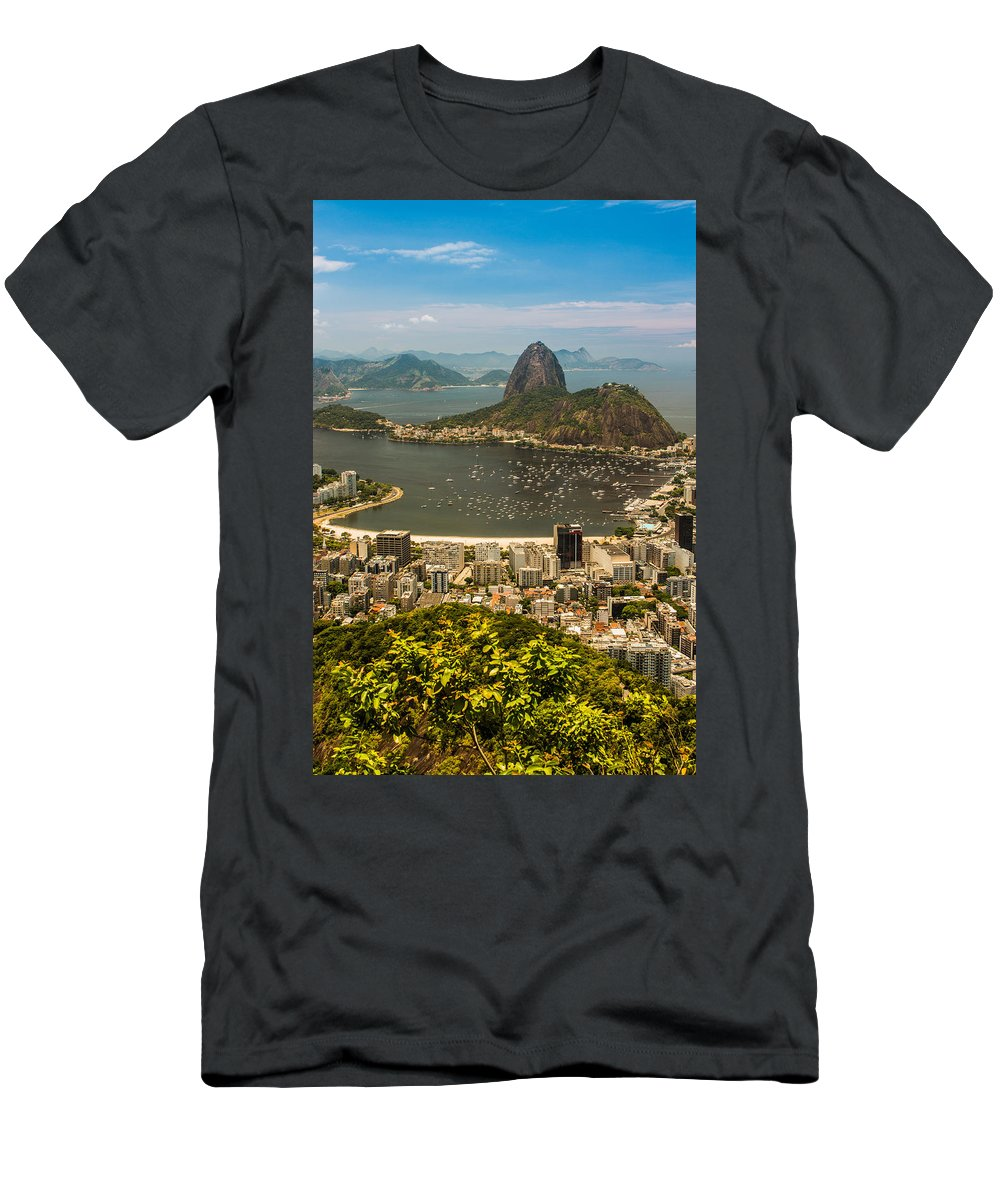 Brasil Men's T-Shirt (Athletic Fit) featuring the photograph Sugar Loaf Mountain In Rio De Janeiro by Ernesto Santos