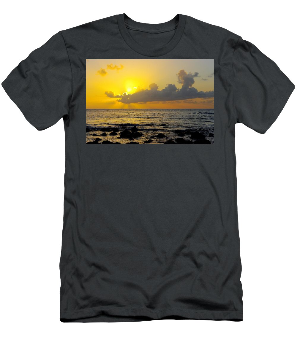 Sunset Men's T-Shirt (Athletic Fit) featuring the photograph Sunset In Kauai by John Greaves
