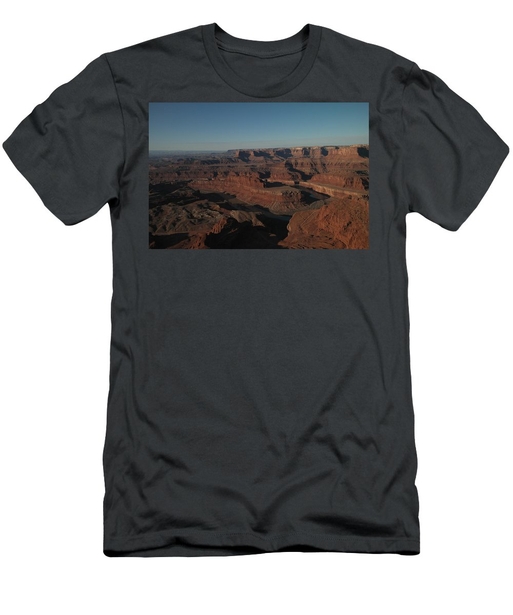 Rivers Men's T-Shirt (Athletic Fit) featuring the photograph The Colorado River At Dead Horse State Park by Jeff Swan