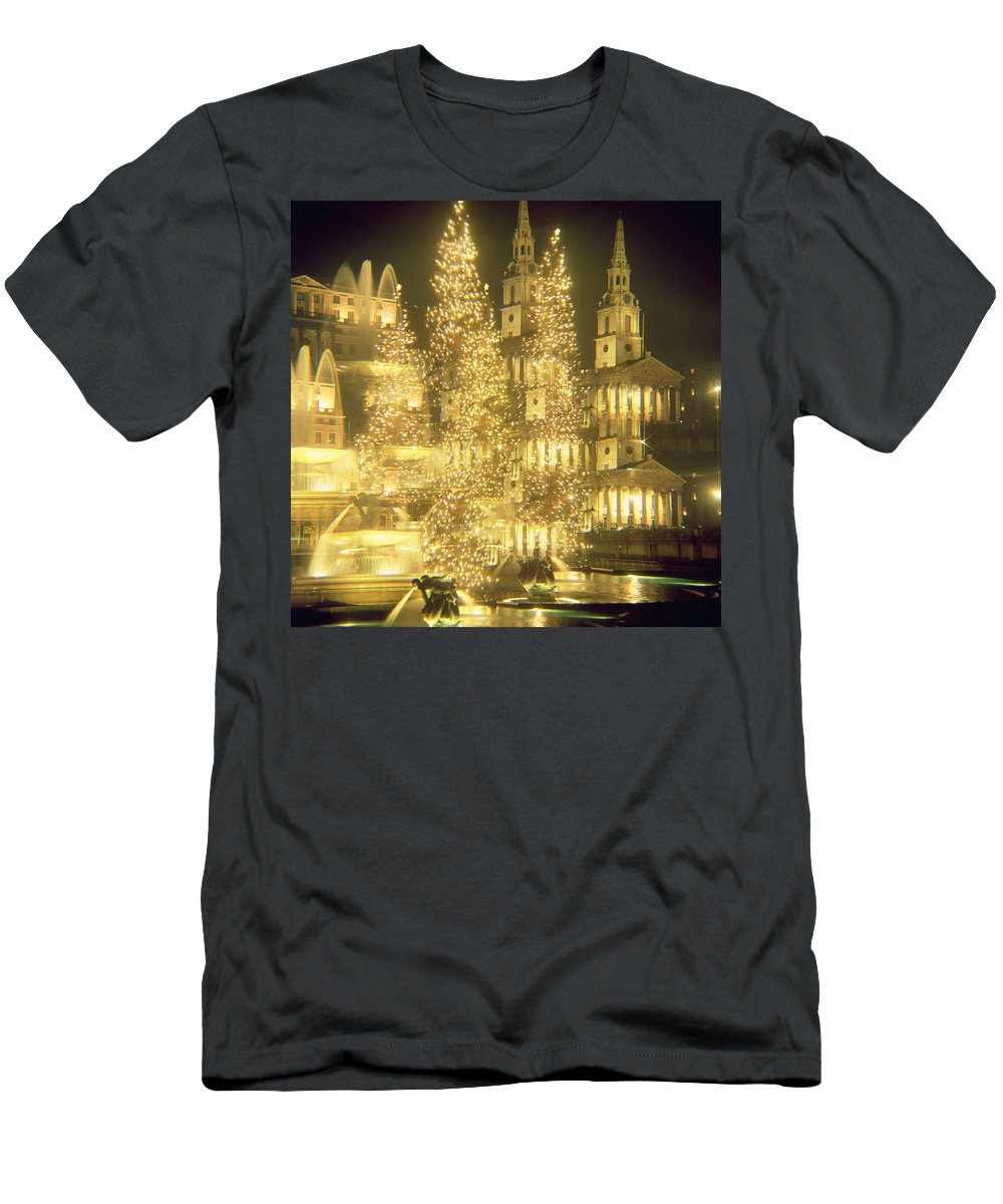 Fountain Men's T-Shirt (Athletic Fit) featuring the photograph Trafalgar Square Christmas Lights by Robert Hallmann