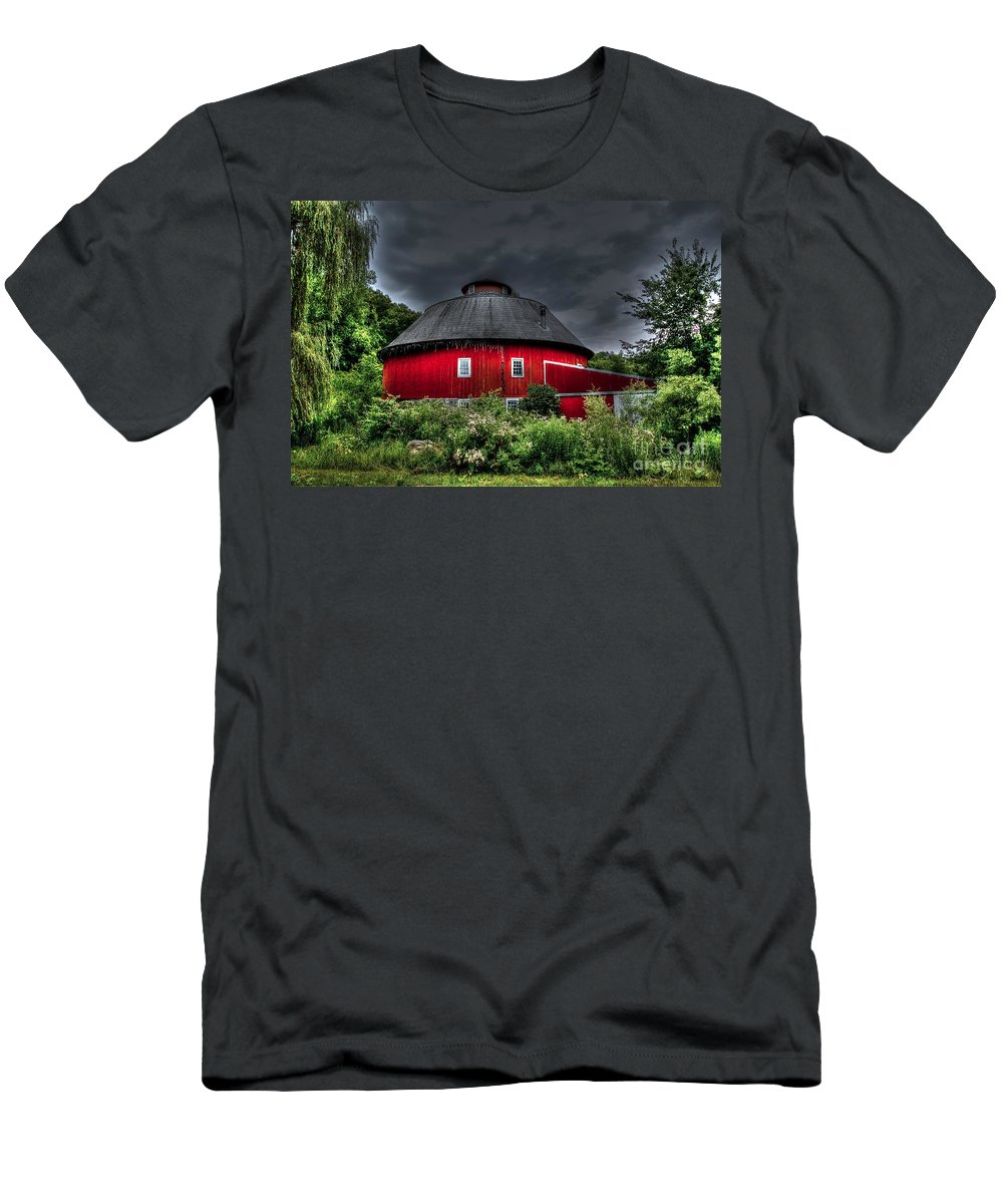 Round Barn Men's T-Shirt (Athletic Fit) featuring the photograph Vernon County Round Barn by Tommy Anderson