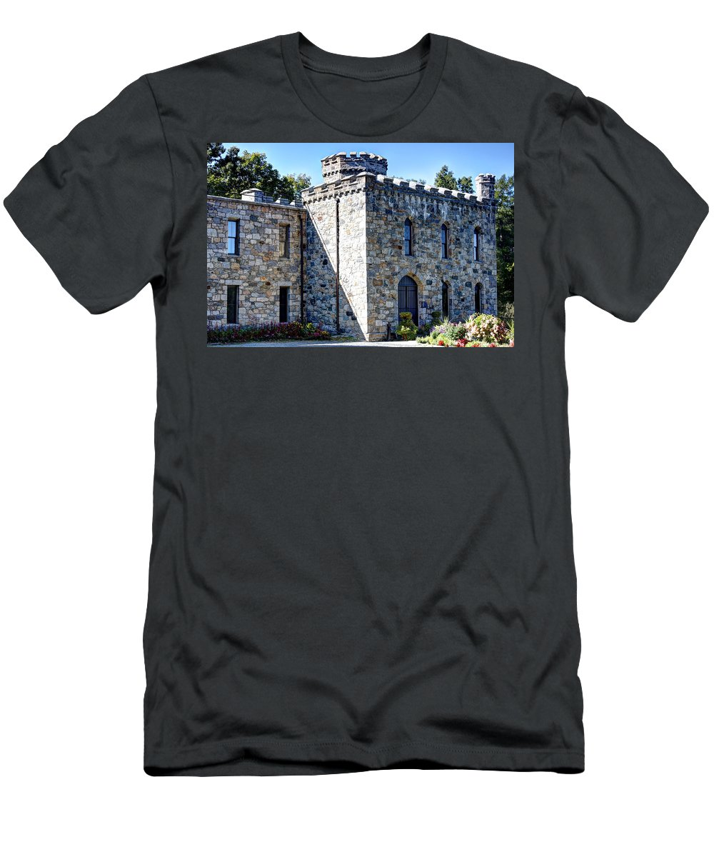 Laura Duhaime Photography Men's T-Shirt (Athletic Fit) featuring the photograph Winnekenni Castle Front View by Laura Duhaime