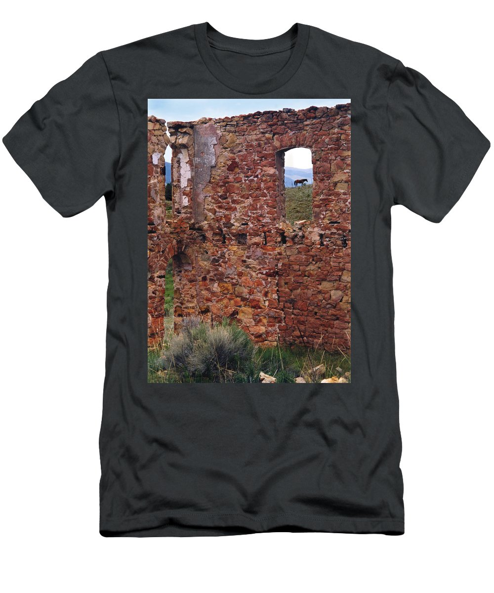Elizabeth Town Men's T-Shirt (Athletic Fit) featuring the photograph Mutz Hotel by Ron Weathers