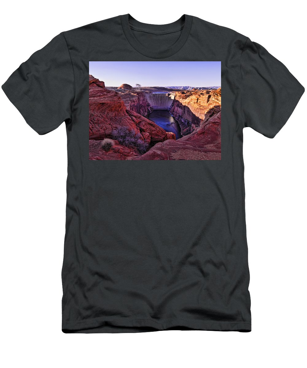Horseshoe Bend Men's T-Shirt (Athletic Fit) featuring the photograph Glen Canyon Dam by Jon Berghoff