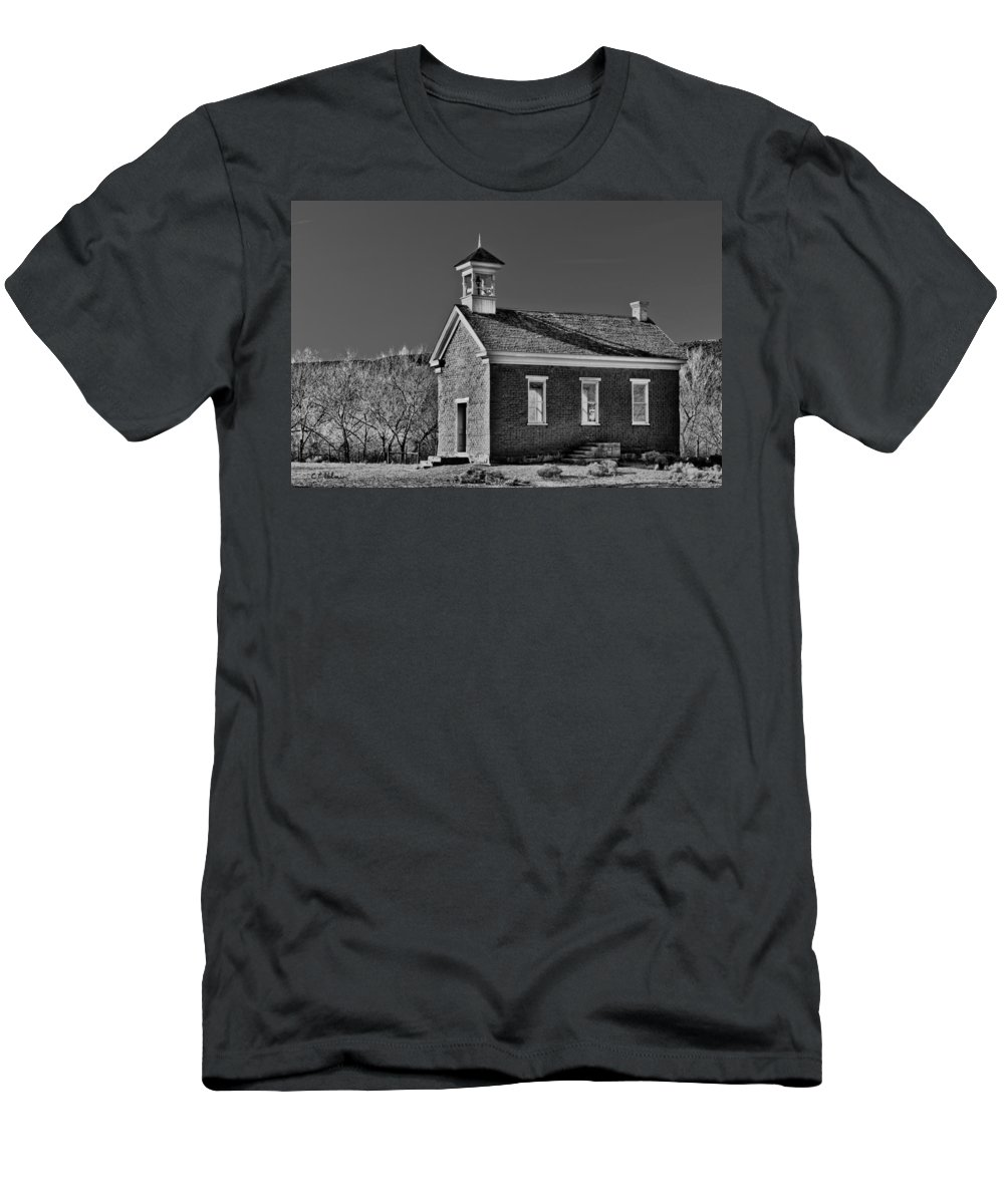 Building Men's T-Shirt (Athletic Fit) featuring the photograph Grafton Schoolhouse - Bw by Christopher Holmes