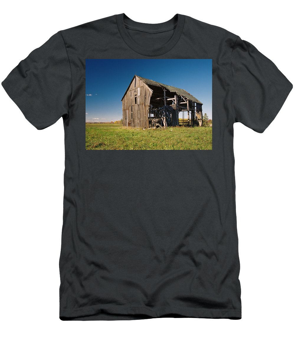 Barn Men's T-Shirt (Athletic Fit) featuring the photograph Holdin' On by Ron Weathers