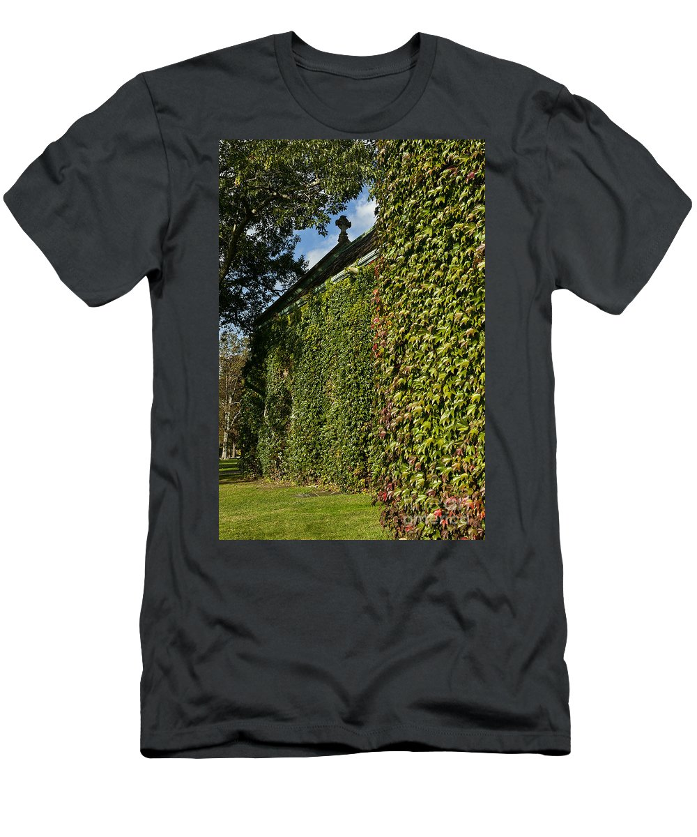 Connecticut Men's T-Shirt (Athletic Fit) featuring the photograph Ivy Covered Chapel by John Greim