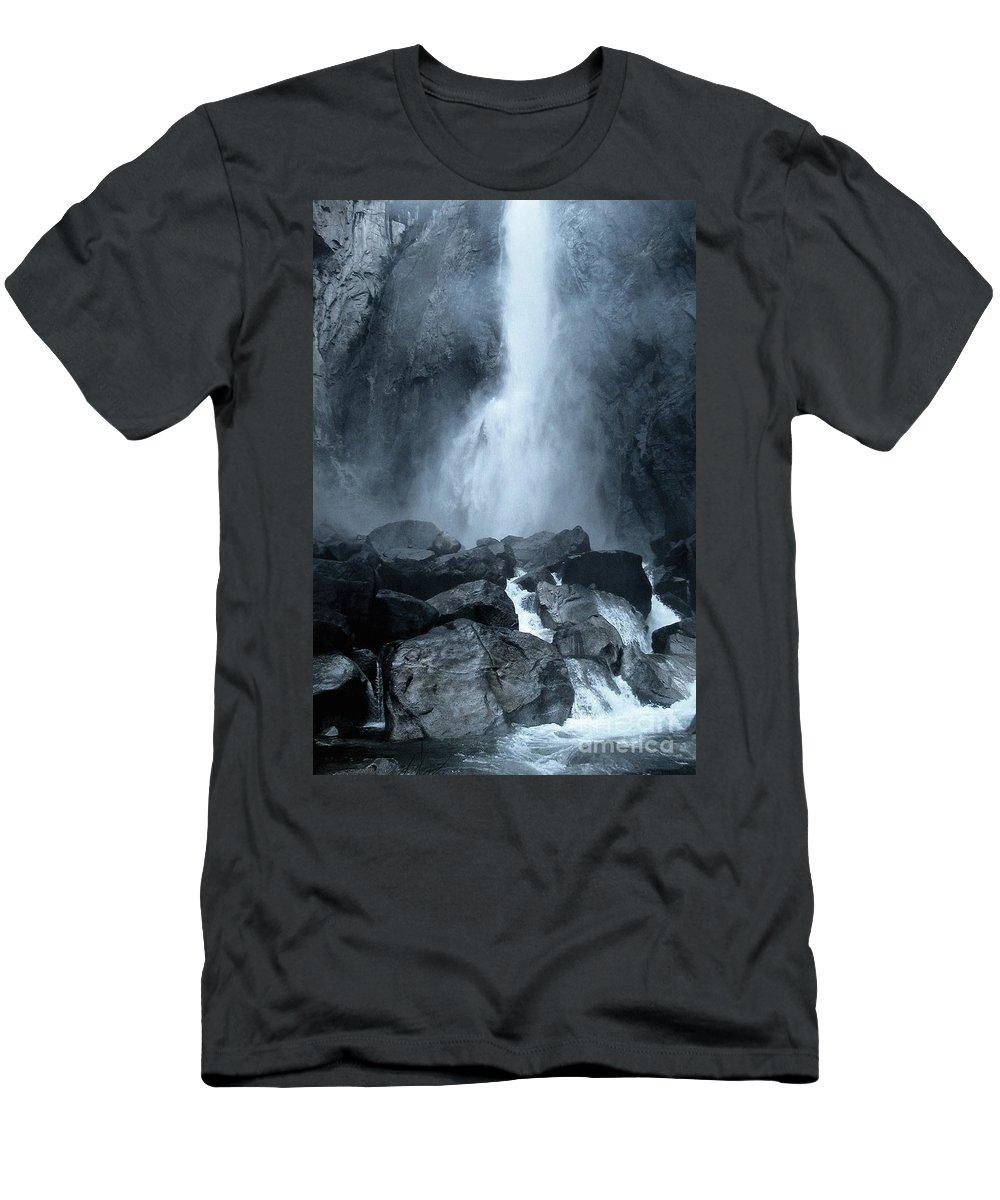 Yosemite Men's T-Shirt (Athletic Fit) featuring the photograph Little Yosemite by Ellen Cotton
