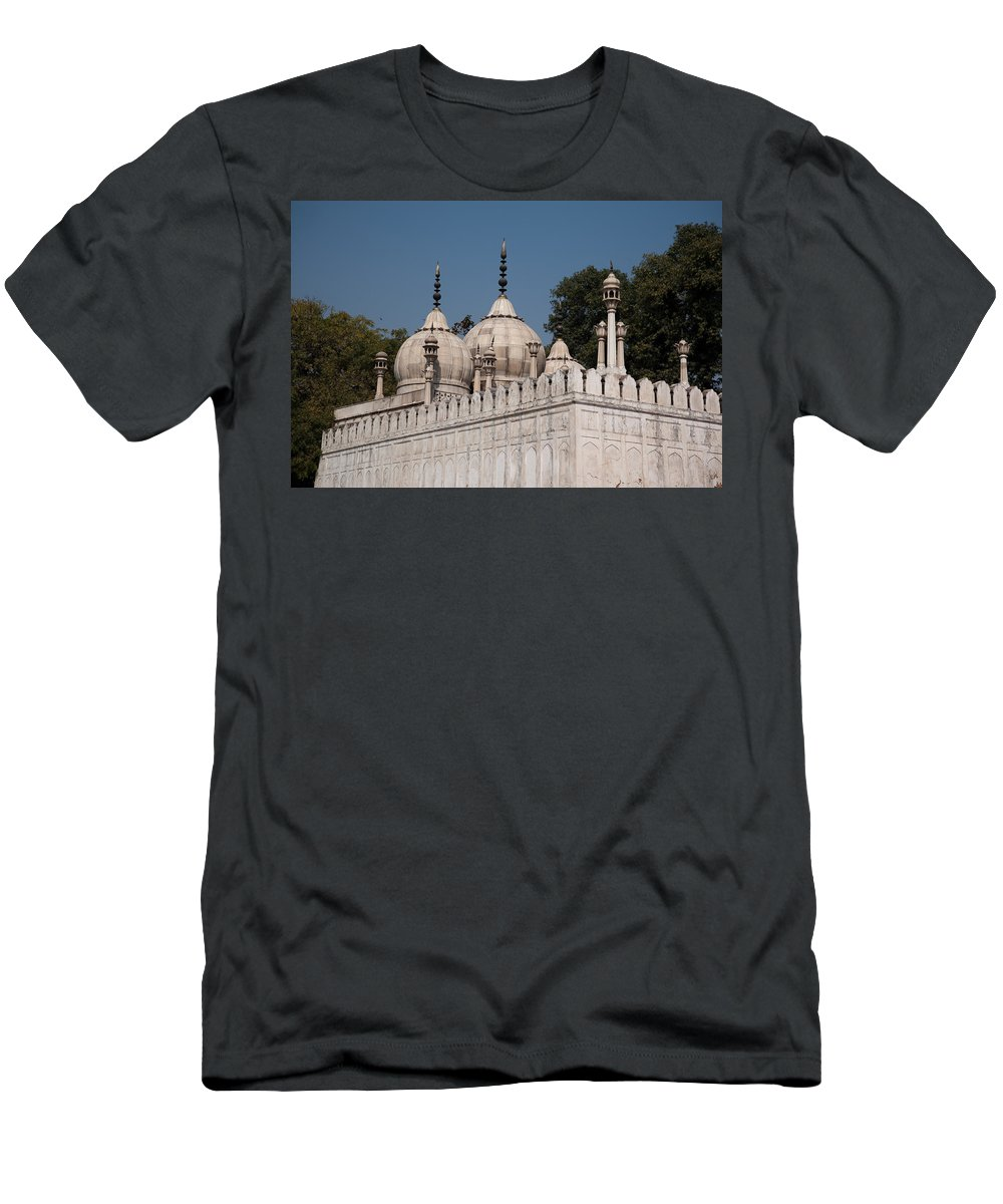 Monument Men's T-Shirt (Athletic Fit) featuring the photograph Minarets And Structure Of Pearl Mosque Inside Red Fort by Ashish Agarwal