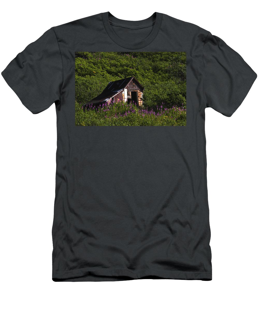 Doug Lloyd Men's T-Shirt (Athletic Fit) featuring the photograph Miners Cabin by Doug Lloyd