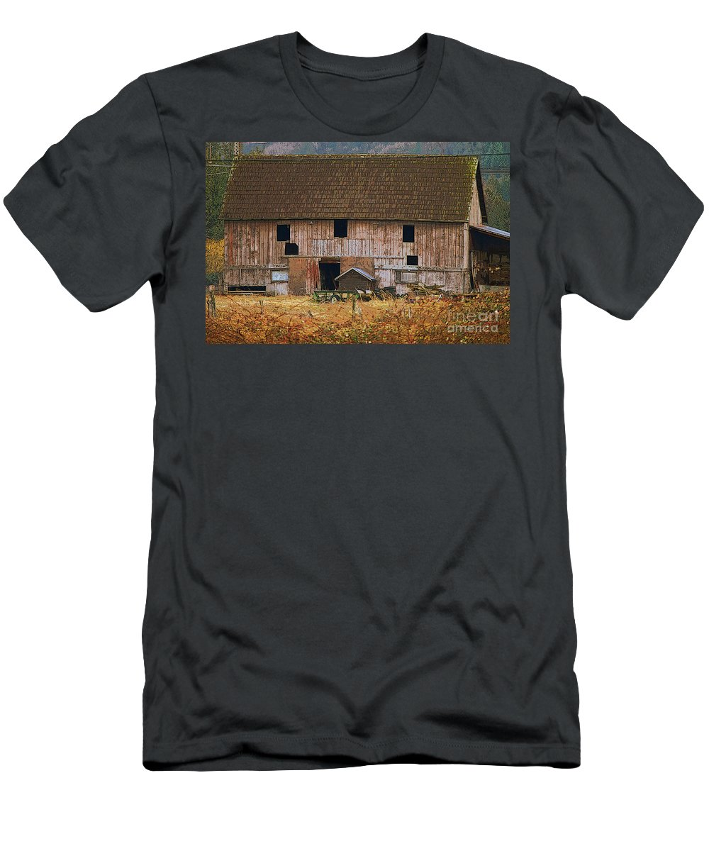 Barns Men's T-Shirt (Athletic Fit) featuring the photograph Old Rosedale Barn by Randy Harris