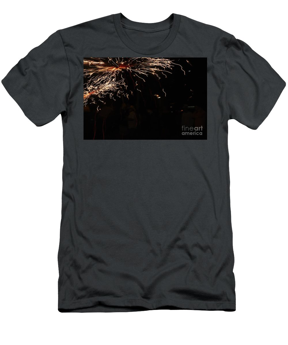 Fuego Men's T-Shirt (Athletic Fit) featuring the photograph Painting by Agusti Pardo Rossello