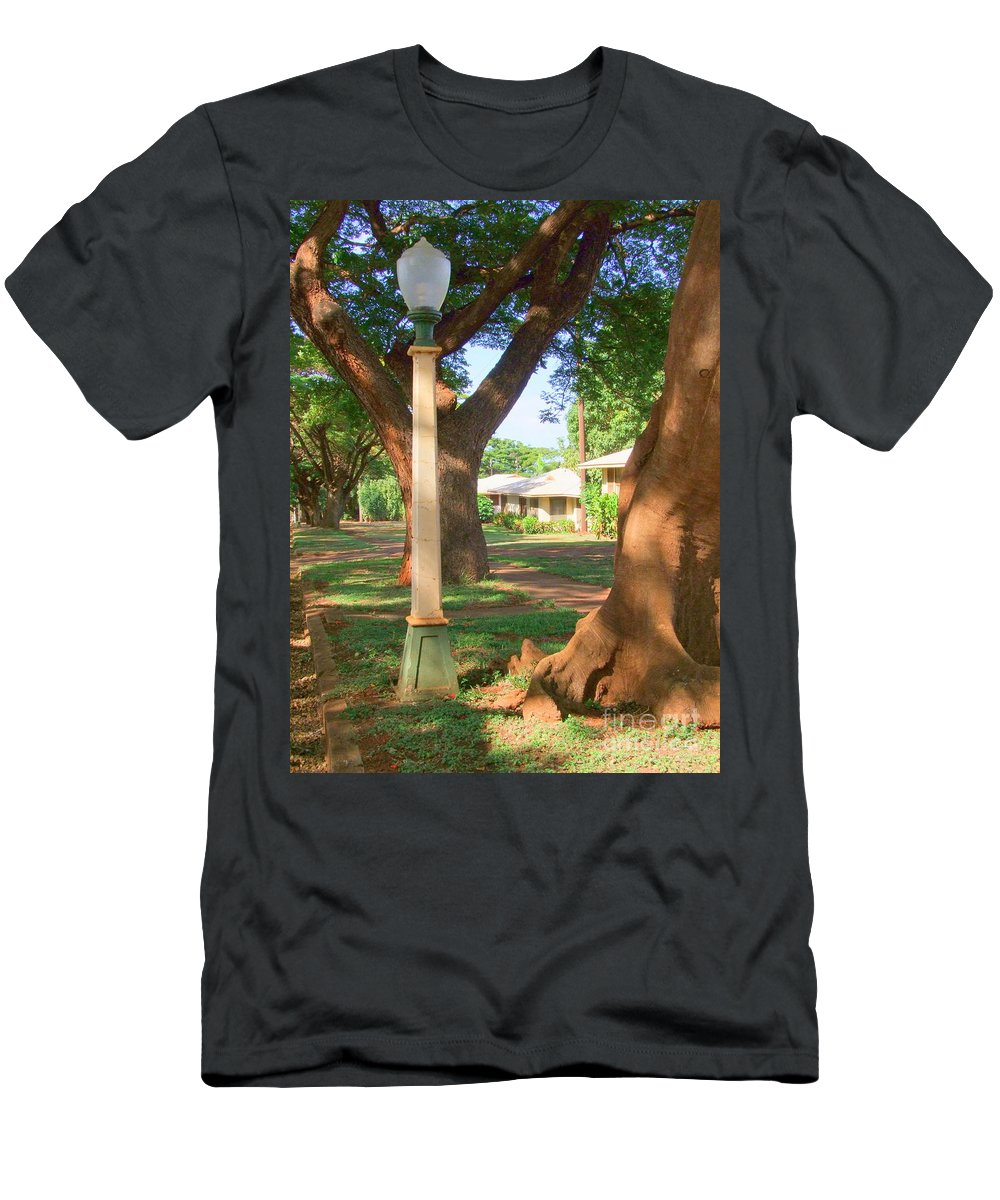 Mary Deal Men's T-Shirt (Athletic Fit) featuring the photograph Plantation Street Lamp by Mary Deal