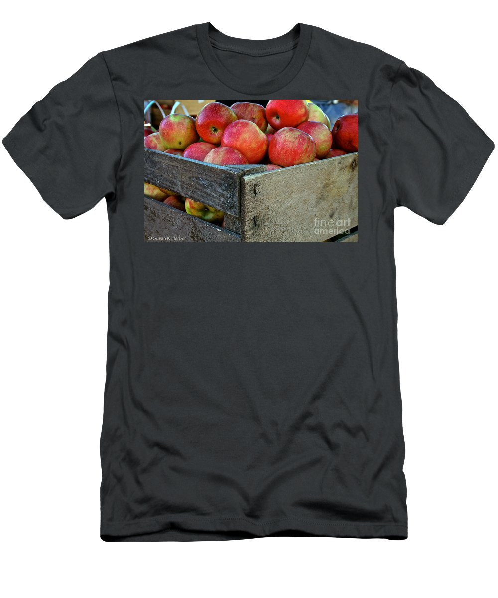 Outdoors Men's T-Shirt (Athletic Fit) featuring the photograph Ready To Eat by Susan Herber