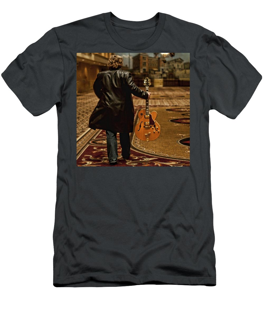 Singer Men's T-Shirt (Athletic Fit) featuring the photograph Rob Everest by Sheri Bartoszek