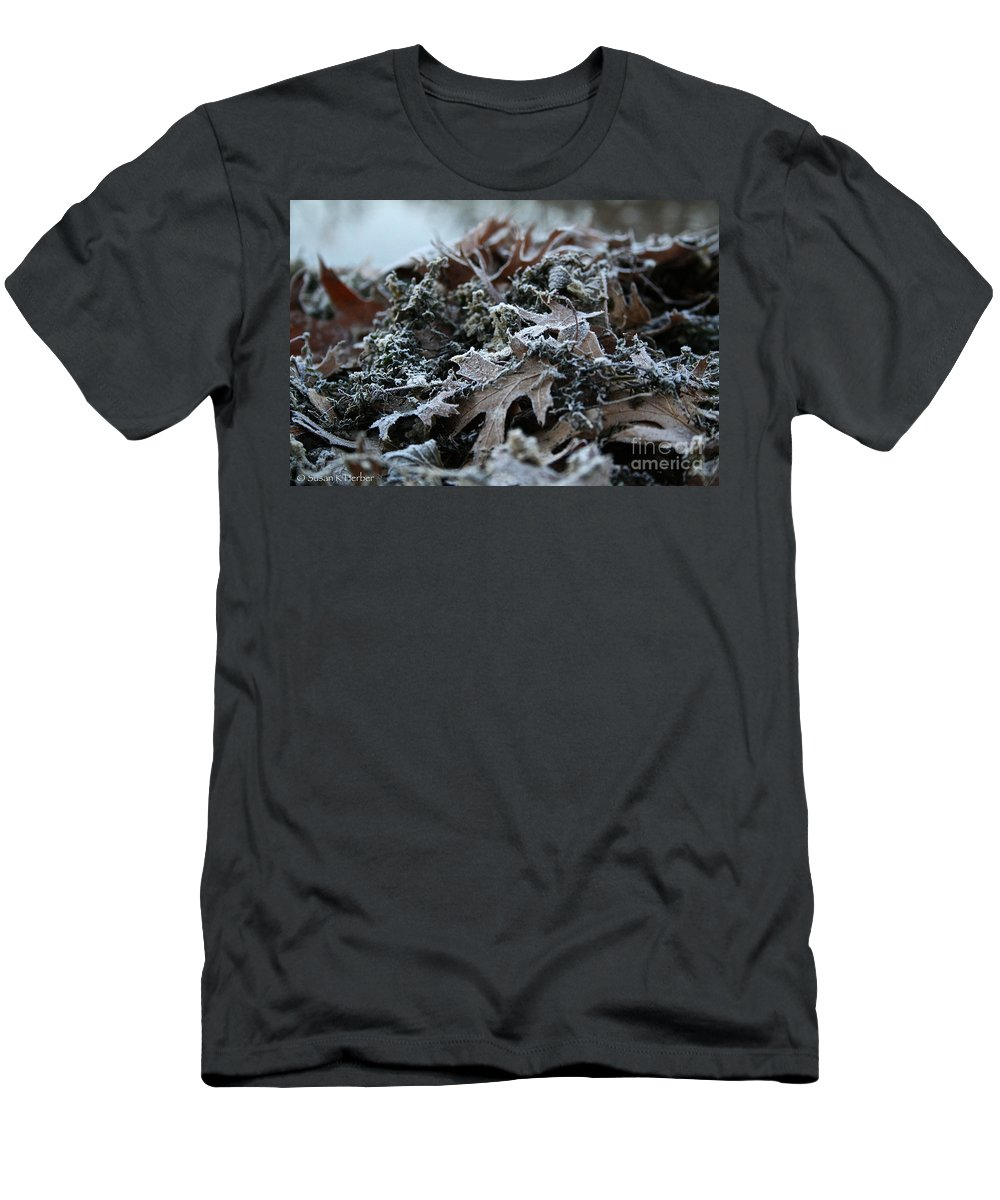 Outdoors Men's T-Shirt (Athletic Fit) featuring the photograph Seaweed And Oak Leaves by Susan Herber