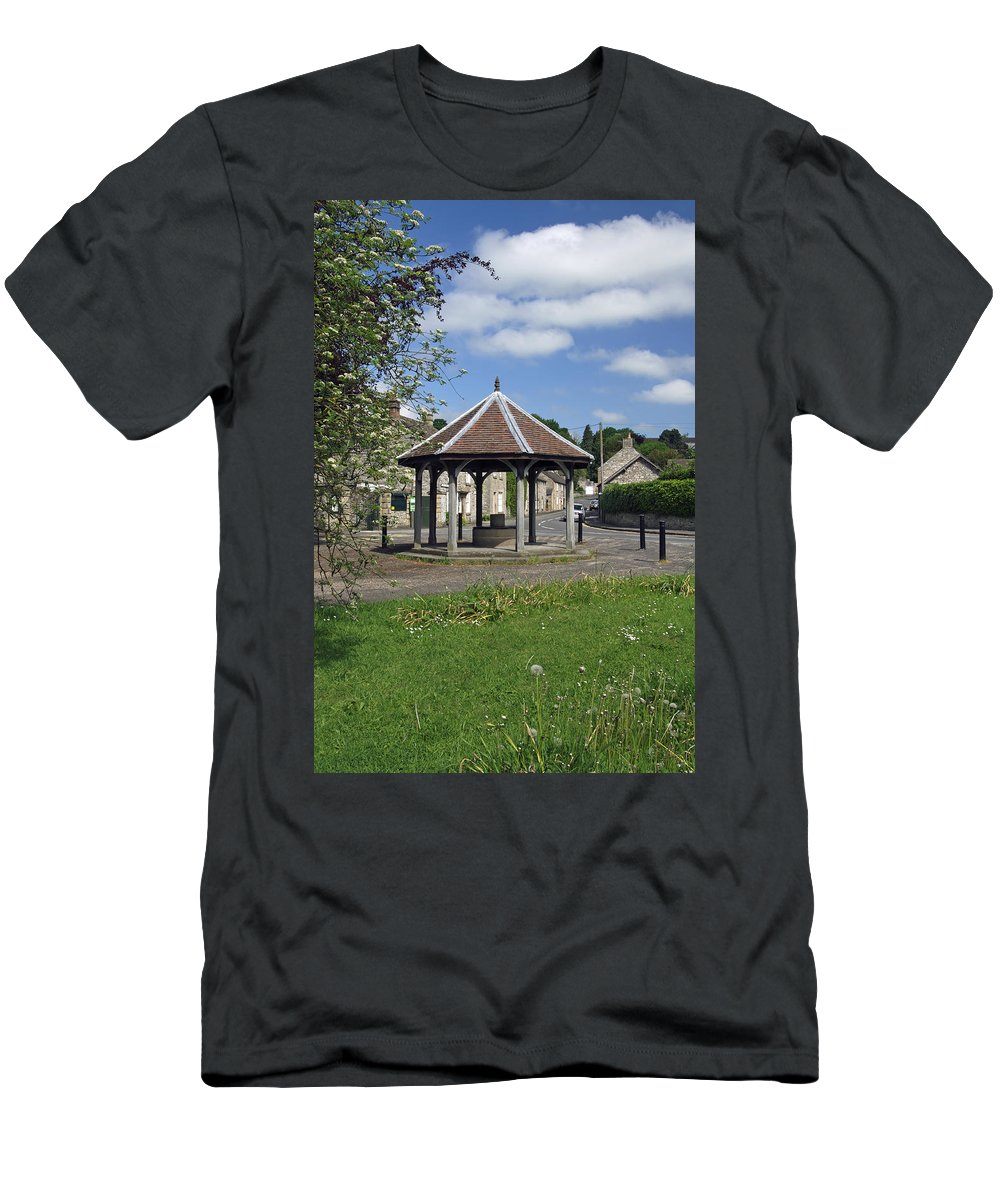 Derbyshire Men's T-Shirt (Athletic Fit) featuring the photograph Sheepwash Well - Ashford-in-the-water by Rod Johnson