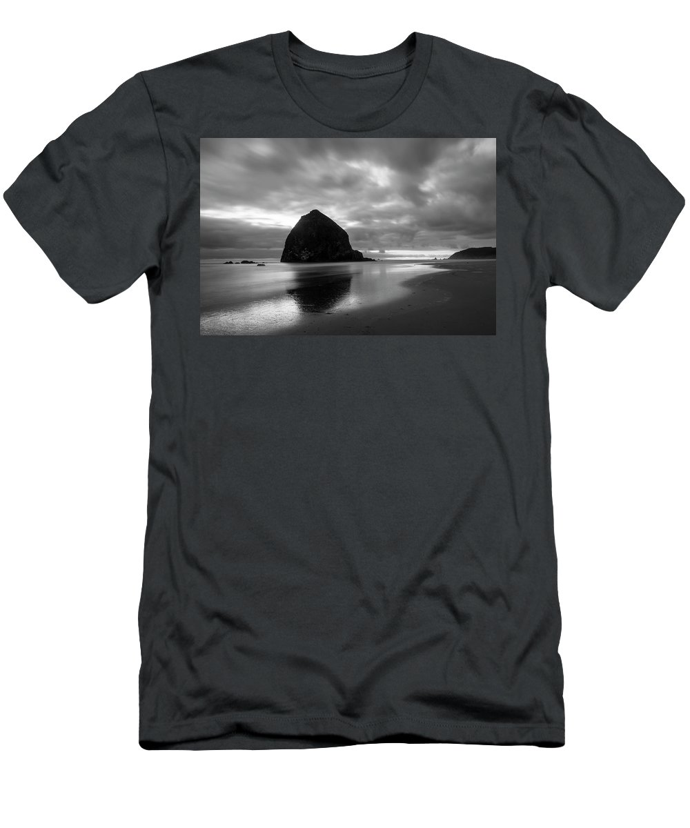 Dusk Men's T-Shirt (Athletic Fit) featuring the photograph Cannon Beach 6169 by Bob Neiman